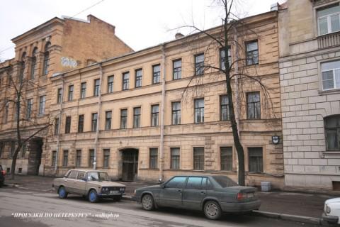 Здание Бестужевских курсов (10 линия ВО, 31). 2008.04.19.