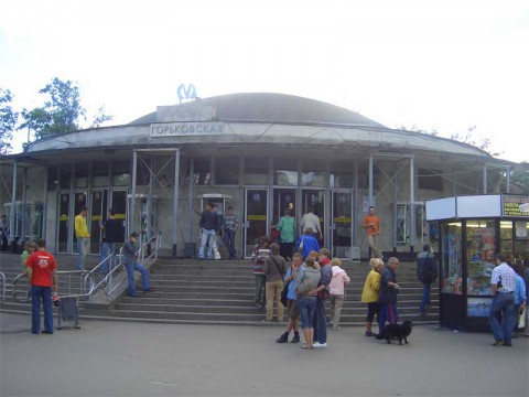Наземный вестибюль ст. м. Горьковская до реконструкции.