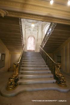 Парадная лестница особняка Н. П. Румянцева. 2008.04.05.