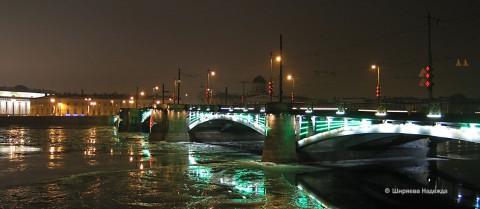 Биржевой мост ночью.
