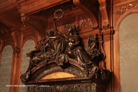 Фрагмент камина в Дубовом зале особняка А. А. Половцова. 2009.01.18.