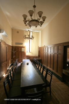 Чернега А.В., Комната в здании Азовско-Донского банка. 22.07.2012.