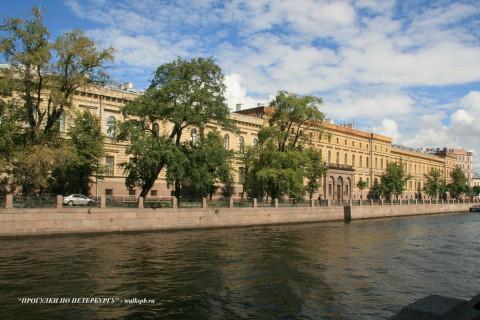 Чернега А.В., Большая Морская ул. 65-67. 22.07.2012.