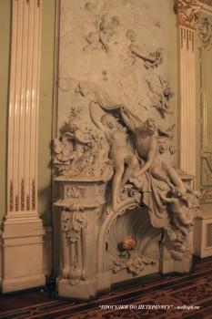 Скульптурная группа в Танцевальном зале особняка А. Ф. Кельха. 2008.11.04.