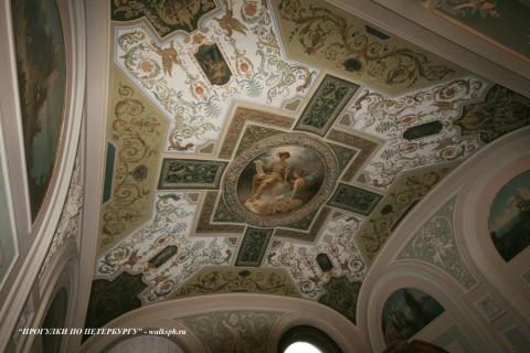 Плафон вестибюля особняка А. Ф. Кельха. 2008.11.04.