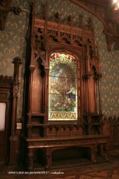 Витраж в Готической столовой особняка А. Ф. Кельха. 2008.11.04.