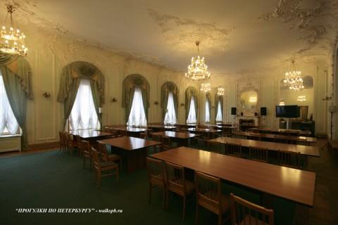 Танцевальный зал во дворце вел. кн. Ольги Аленксандровны. 2009.08.16.