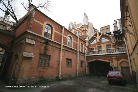Конюшни особняка А. Ф. Кельха. 2008.11.04.
