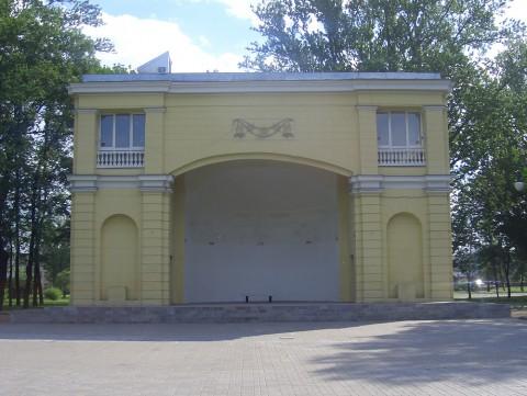 Сцена в Детском парке им. 9 января. 2006.07.04.