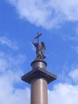 Фигура ангела на Александровской колонне.