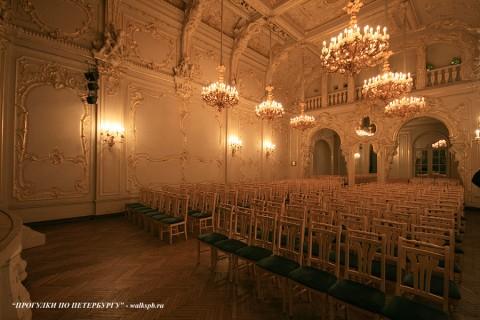 Белый зал во дворце вел. кн. Владимира Александровича. 2009.04.11.