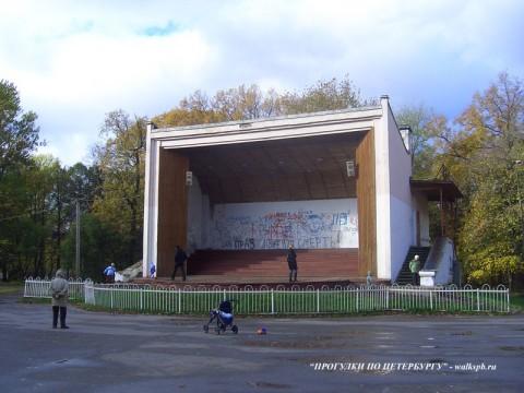 Сцена-эстрада в парке Екатерингоф.