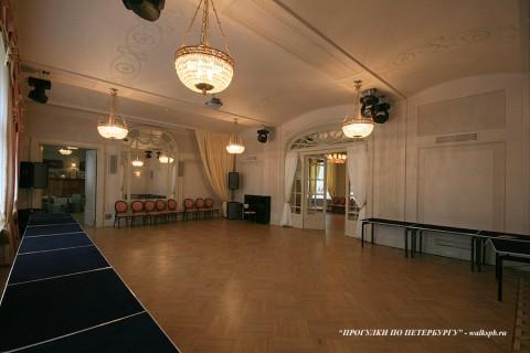 Большой зал в особняке В. С. Кочубея. 2009.05.14.