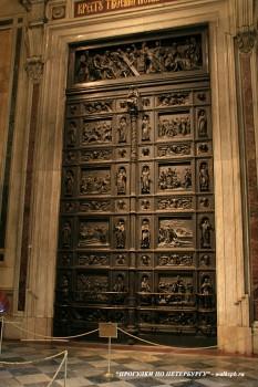 Дверь в Исаакиевском соборе. 2009.04.12.