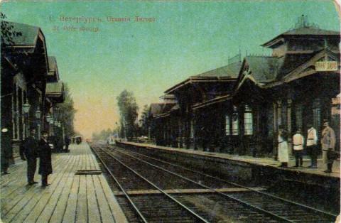 Лигово, вокзал и платформа железной дороги.