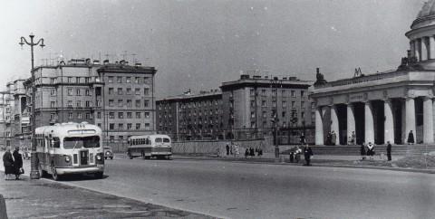 Шаламов Ю., Проспект Стачек в районе станции метро «Автово». 1957.