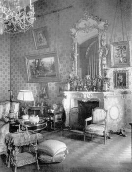 Гостиная-кабинет Александры Фёдоровны в Зимнем дворце. август 1917.