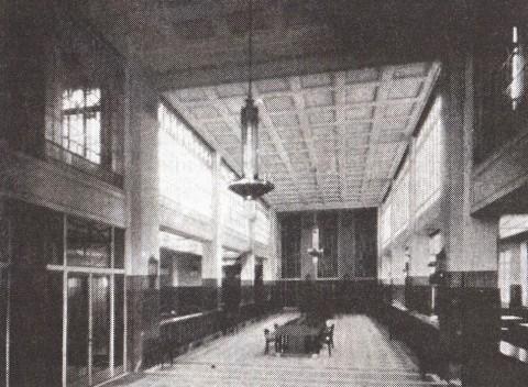 Интерьер операционного зала Азовско-Донского банка. 1909.