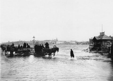 Неизвестный фотограф, Вид на Неву со стороны Университетской набережной во время наводнения. 12.11.1903.