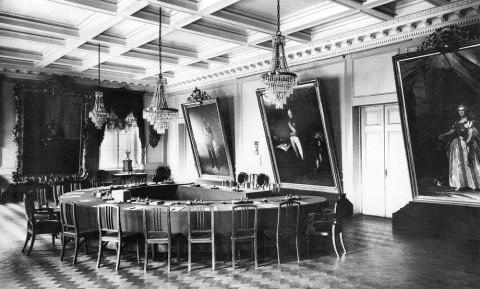 Фотоателье Буллы, Зал заседания совета Государственного банка. 1909 г..