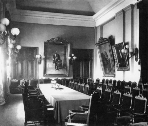 Один из залов заседаний Фондовой биржи. 1900-е гг..