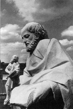 Мраморная скульптура апостола Марка. 1977.