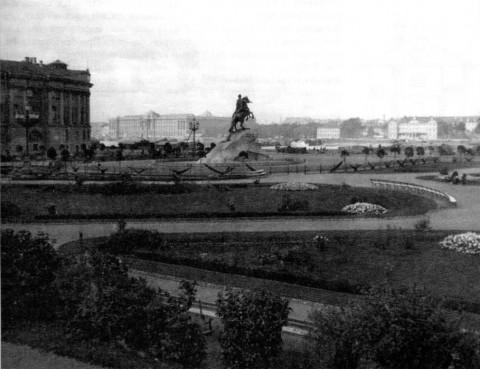 Сквер-цветник на Петровской площади. 1903.