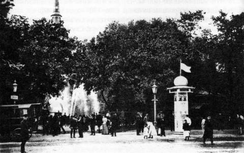 Главный вход в Александровский сад со стороны Гороховой улицы. 1903.