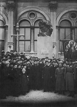 Памятник Софье Перовской у Московского вокзала. 29.12.1918.