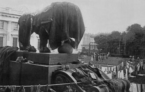 Магазинер С., Просушка экспонатов Русского музея после наводнения. 1924 г..