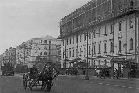 Надстройка здания райкома ВКП(б) Володарского района. 1932 г..