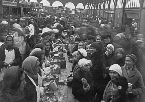 Вид павильона молочных продуктов на Кузнечном рынке. 1934 г..