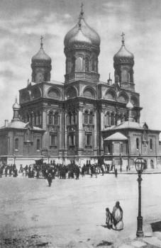 Церковь во имя Воскресения Христова и св. Михаила Архангела.