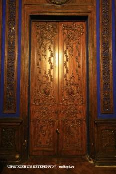 Чернега А.В., Двери в парадном кабинете. 26.10.2013.