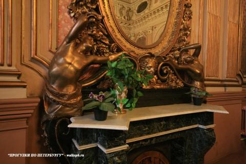 Чернега А.В., Фрагмент отделки камина в золотой гостиной. 26.10.2013.