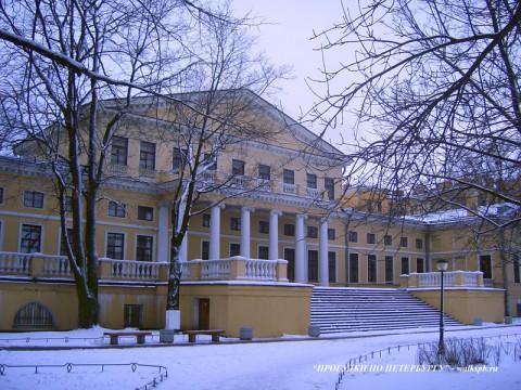Юсуповский дворец со стороны сада.