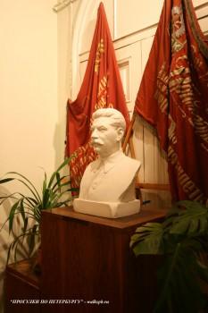 В прихожей музея-квартиры С. М. Кирова. 2008.04.13.