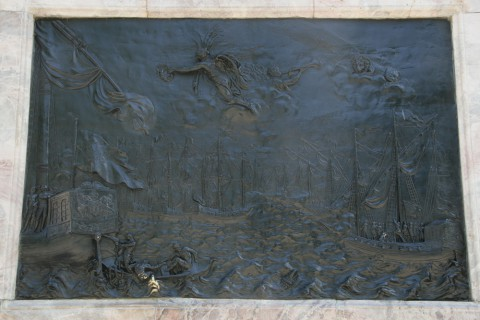 Барельеф на памятнике Петру I «Битва при Гангуте». 2010.07.10.