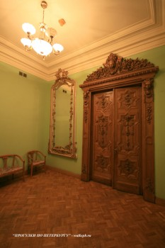 Фойе в особняке М. В. Кочубея. 2009.03.01.