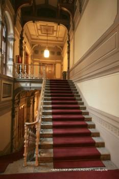 Парадная лестница в особняке М. В. Кочубея. 2009.03.01.
