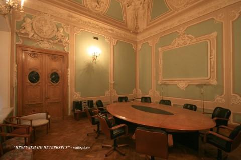 Столовый зал в особняке М. В. Кочубея. 2009.03.01.