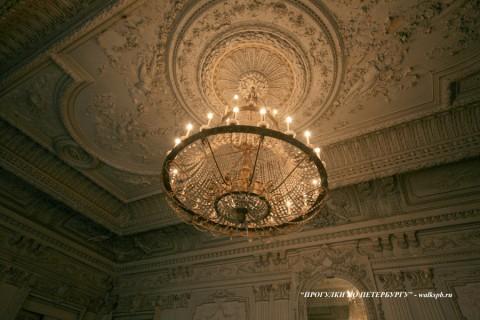 Плафон Белого (Танцевального) зала в особняке Брусницыных. 2009.02.28.