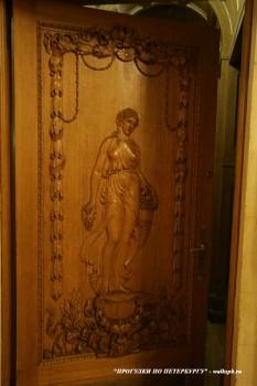 Дверь в особняке В. Э. Брандта. 2011.01.15.