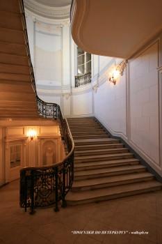 Парадная лестница в особняке О. В. Серебряковой. 2009.03.21.