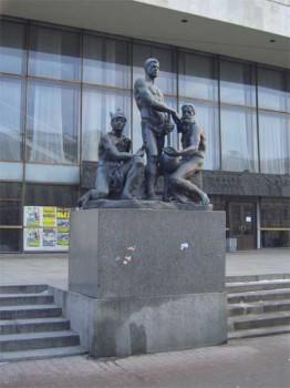 Скульптурная группа «Октябрь». 2005.12.11.
