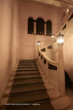 Парадная лестница в доме Ф. Г. Бажанова. 2009.02.02.