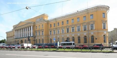 Чернега А.В., Здание казарм Павловского полка. 23.06.2012.