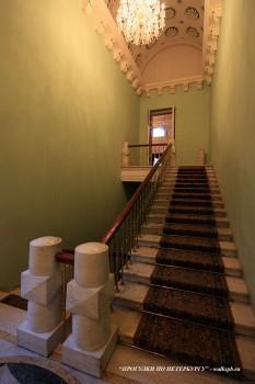 Парадная лестница в особняке С. С. Абамелек-Лазаревых. 2009.03.27.