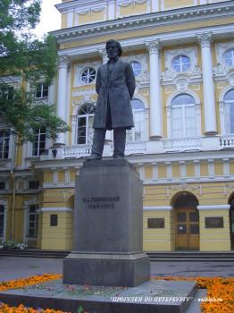 Памятник К. Д. Ушинскому. 2007.07.14.