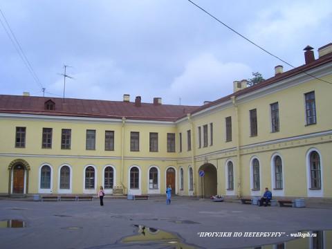 Дворовые корпуса дворца Разумовского. 2007.07.14.